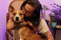 一男子和工作犬像家人般共處四年,如今疫情下失業,主人甯坐監獄也無法放棄愛犬